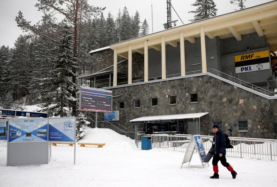 Budynek dolnej stacji kolei linowej z Kuźnic na szczyt Kasprowego Wierchu w Tatrach