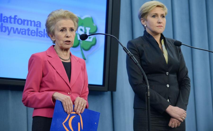 Posłanka PO Iwona Śledzińska-Katarasińska i posłanka PSL Urszula Pasławska, podczas wspólnej konferencji prasowej w Sejmie nt. \
