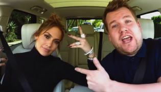 "Jennifer Lopez i James Corden w programie ""Carpool Karaoke"""