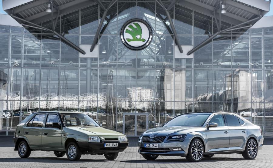 W 1987 roku Petr Hrdlicka zaprezentował przedstawicielom marki w Wolfsburgu prototyp przednionapędowego modelu favorit. 28 marca 1991 roku Czesi i Niemcy podpisali kontrakt, w ramach którego \