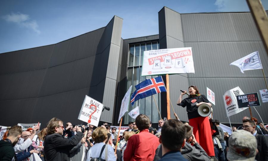 Manifestacja Osób Poszkodowanych Przez Banki. Frankowicze protestowali przed NBP i Pałacem Prezydenckim