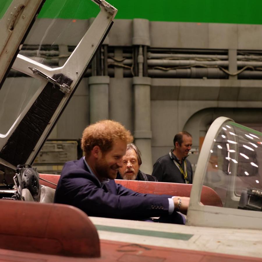 """Książę Harry i Mark Hamill na planie """"Gwiezdnych wojen"""""""