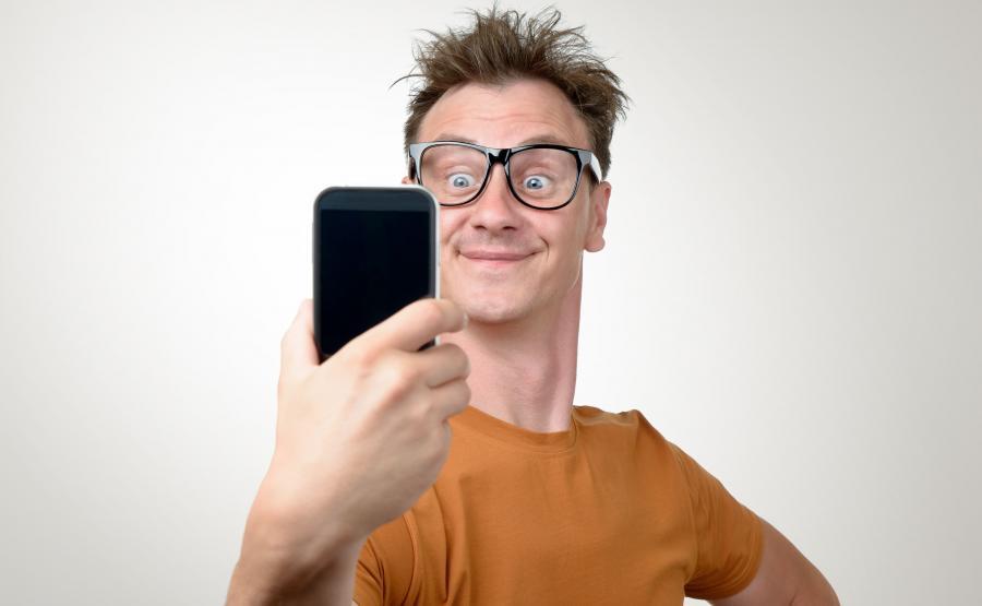 Jak smartfon wpływa na wzrok?