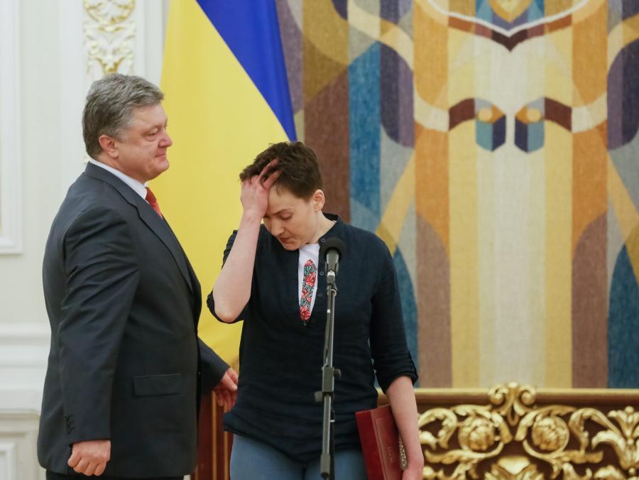 Nadia Sawczenko i prezydent Petro Poroszenko