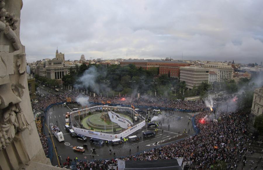 Piłkarze Realu Madryt świętowali z kibicami 11. tytuł
