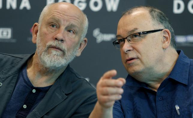"""John Malkovich i reżyser Lech Majewski na konferencji prasowej """"Doliny Bogów"""""""