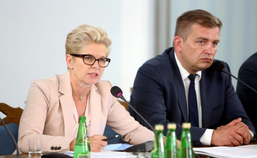 Przewodniczący komisji, poseł PO Bartosz Arłukowicz i wiceprzewodnicząca, posłanka PO Beata Małecka-Libera, podczas posiedzenia sejmowej Komisji Zdrowia