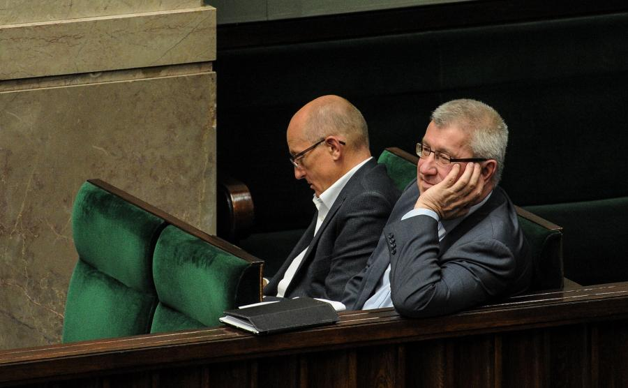 Przewodniczący Krajowej Rady Radiofonii i Telewizji Jan Dworak (P) i członek KRRiT Krzysztof Luft (L)