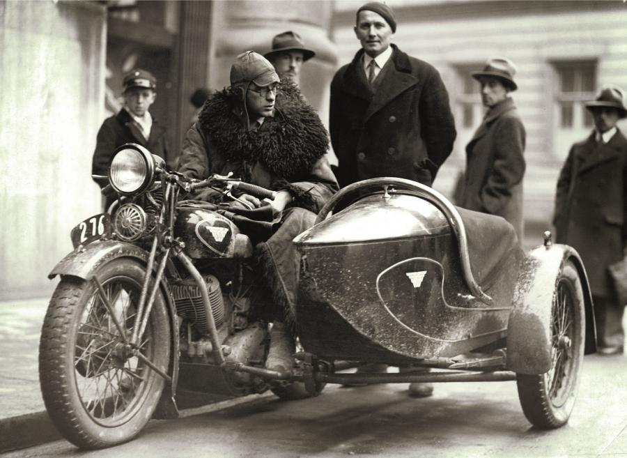 Tak motoryzowano II Rzeczpospolitą. Najlepsze FOTOGRAFIE z Narodowego Archiwum Cyfrowego