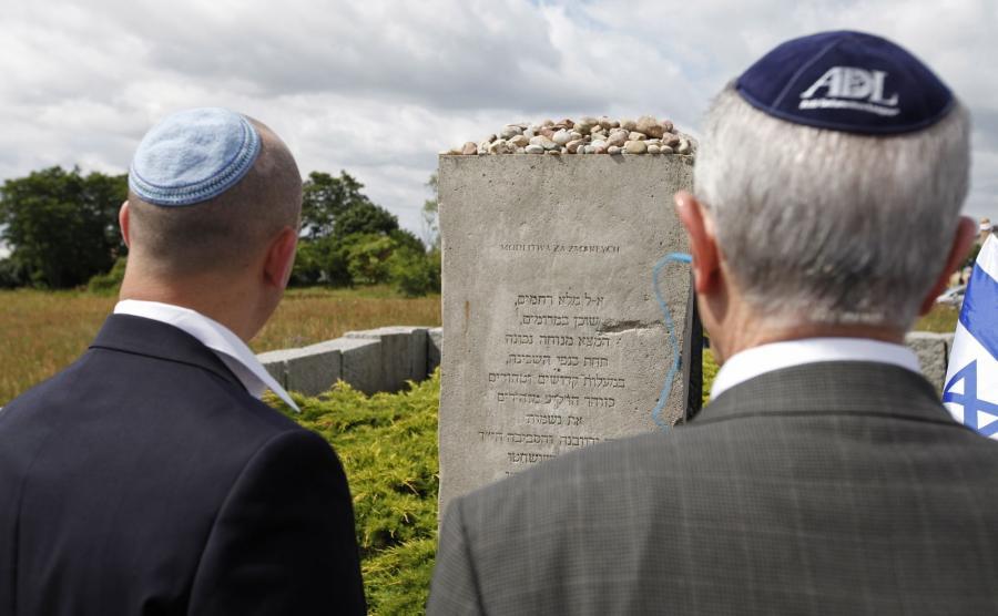 Uroczystości przy pomniku ku czci pomordowanych Żydów, w 75. rocznicę mordu Żydów w Jedwabnem