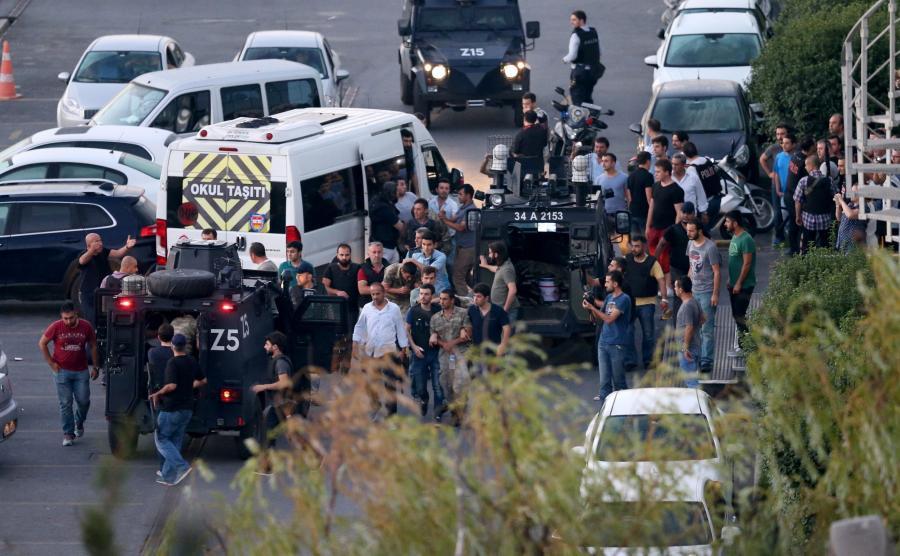 Tureccy żołnierze zatrzymywani przez policję