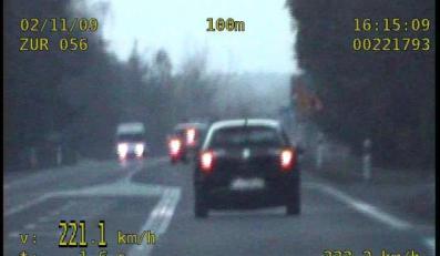 Bezczelny pirat gnał 221 km/h przy szkole