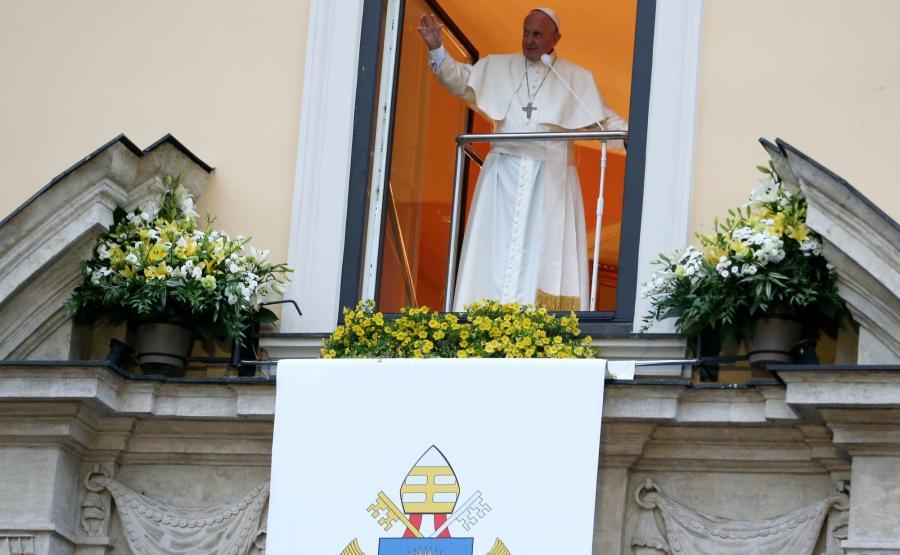 Papież w oknie przy Franciszkańskiej 3