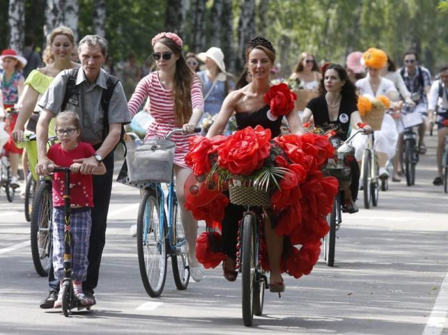 Parada kobiet na rowerach w Moskwie