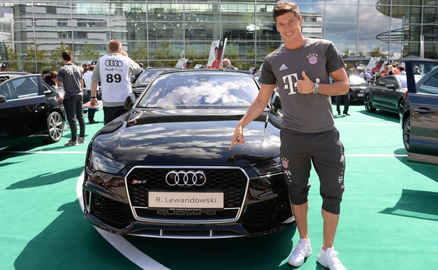 Robert Lewandowski i jego nowe audi RS 7 sportback