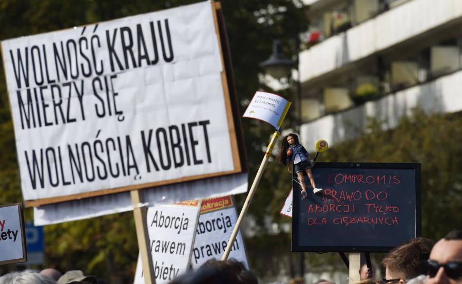 """Demonstracja """"Ani kroku dalej - Ratujmy Kobiety"""" przeciwko projektowi ustawy """"Stop Aborcji"""""""