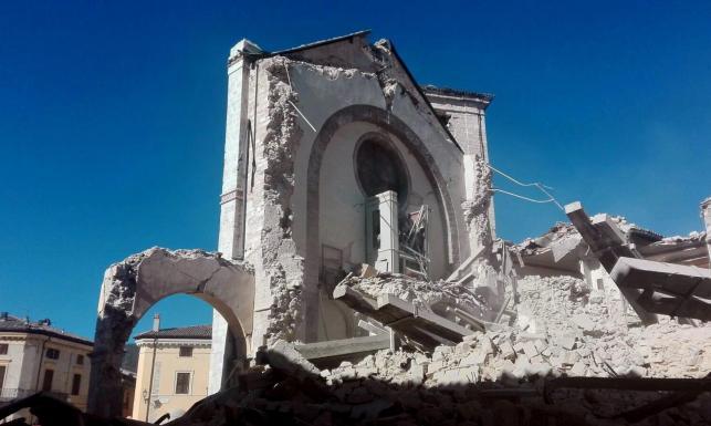 Zawalone domy, tragedia setek osób... Najsilniejsze od 1980 roku trzęsienie ziemi w środkowych Włoszech
