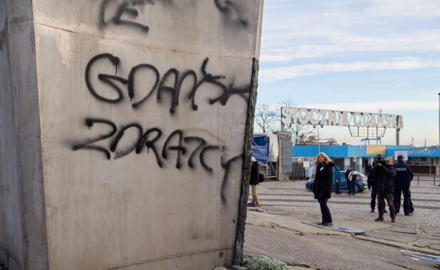 Usuwaniem zniszczeń zajmują się pracownicy Zarządu Dróg i Zieleni w Gdańsku