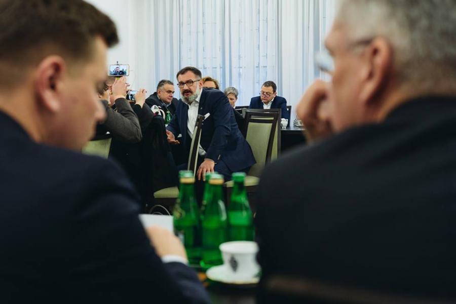 Dziennikarze na spotkaniu z marszałkiem Senatu Stanisławem Karczewskim. Na zdjęciu: Jarosław Włodarczyk z Press Club Polska