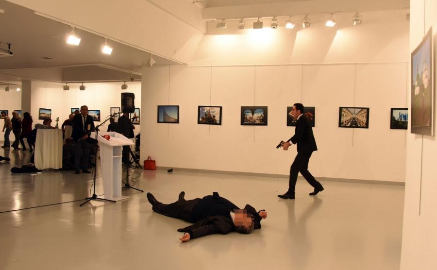 Ambasador Rosji w Turcji Andriej Karłow zastrzelony w galerii przez zamachowca