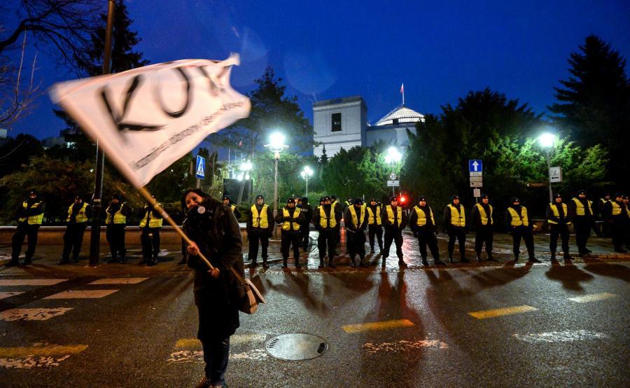 Policja blokuje dostęp do Sejmu