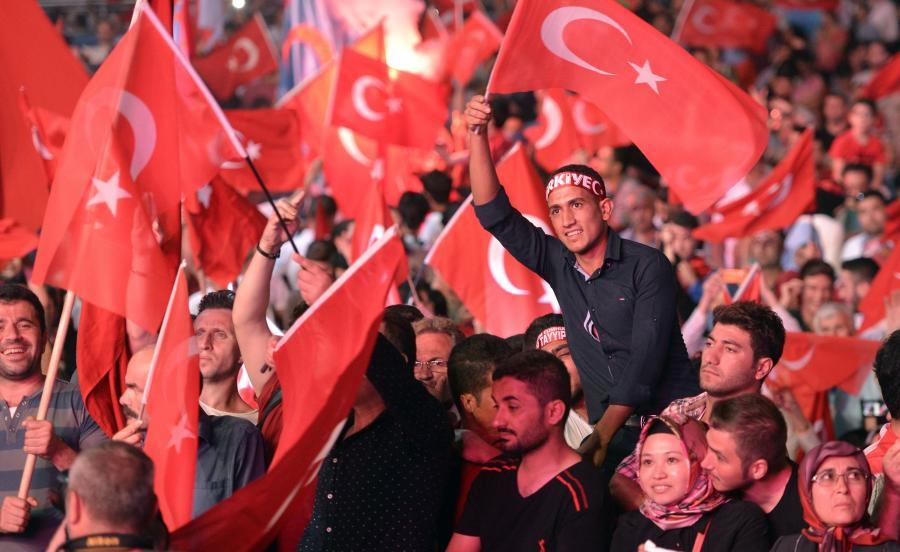 Protesty po nieudanej próbie puczu w Turcji