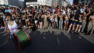 Protest topless w Buenos Aires